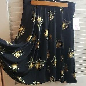 Madison Skirt Size M NWT